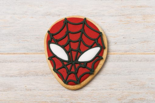 galleta decorada con forma de spiderman